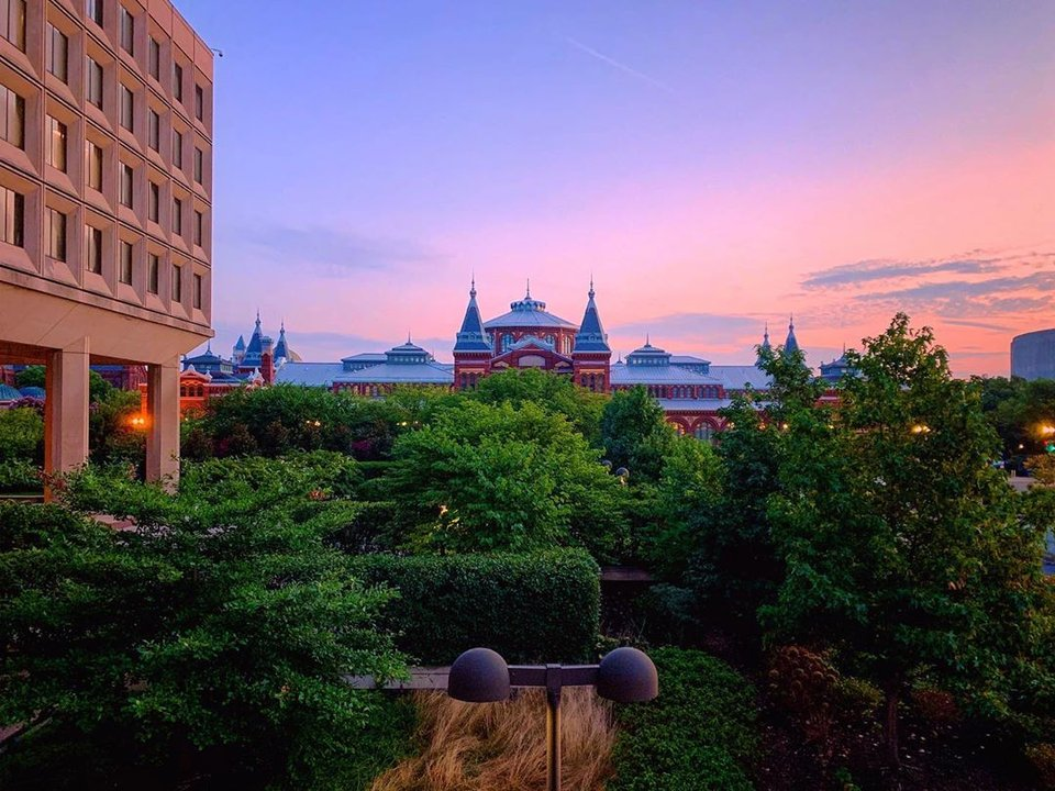 @housethacker - Smithsonian Museums at sunrise
