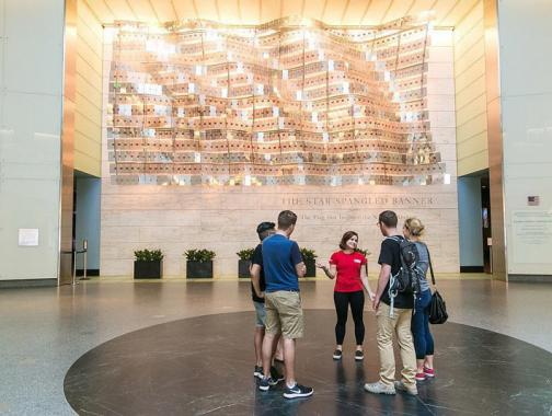 @washingtondcua - Tour guide with group in Smithsonian National Museum of American History - Free museum in Washington, DC
